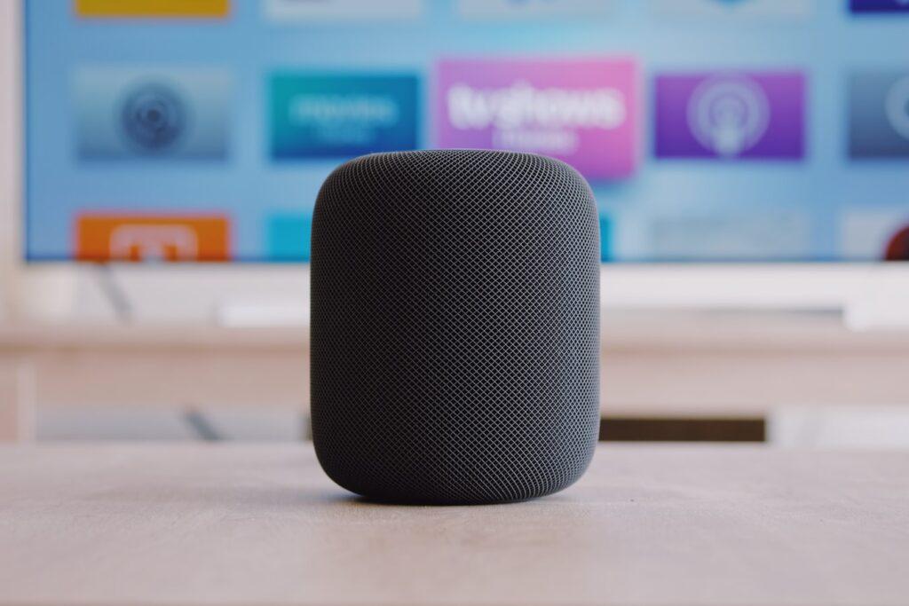 Altavoces inteligentes como el Home Pod de Apple.