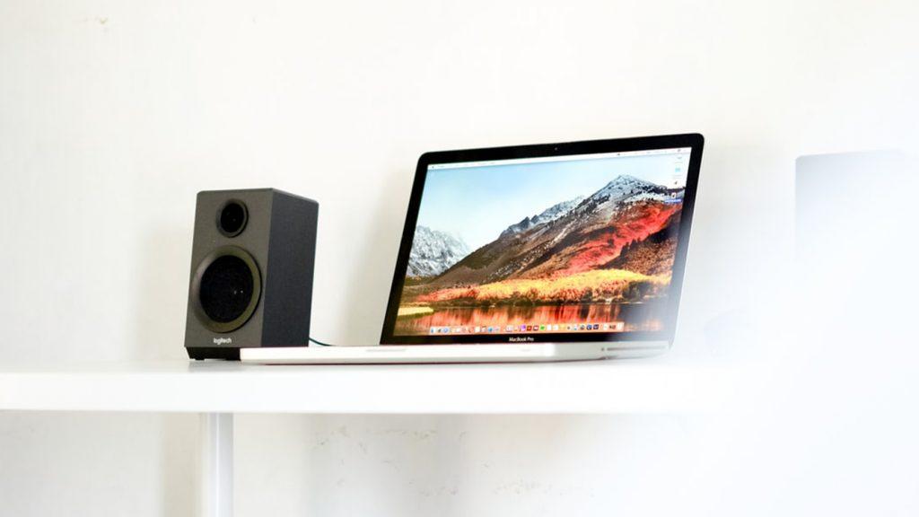 Estos DAC USB son perfectos para el escritorio o mesa de trabajo. Deben disponer de entrada USB para que puedas conectar tu ordenador de sobremesa PC, MAC o portátil. Son ideales para utilizar mientras trabajas y puedas disfrutar de la música a la máxima calidad que den tus auriculares.